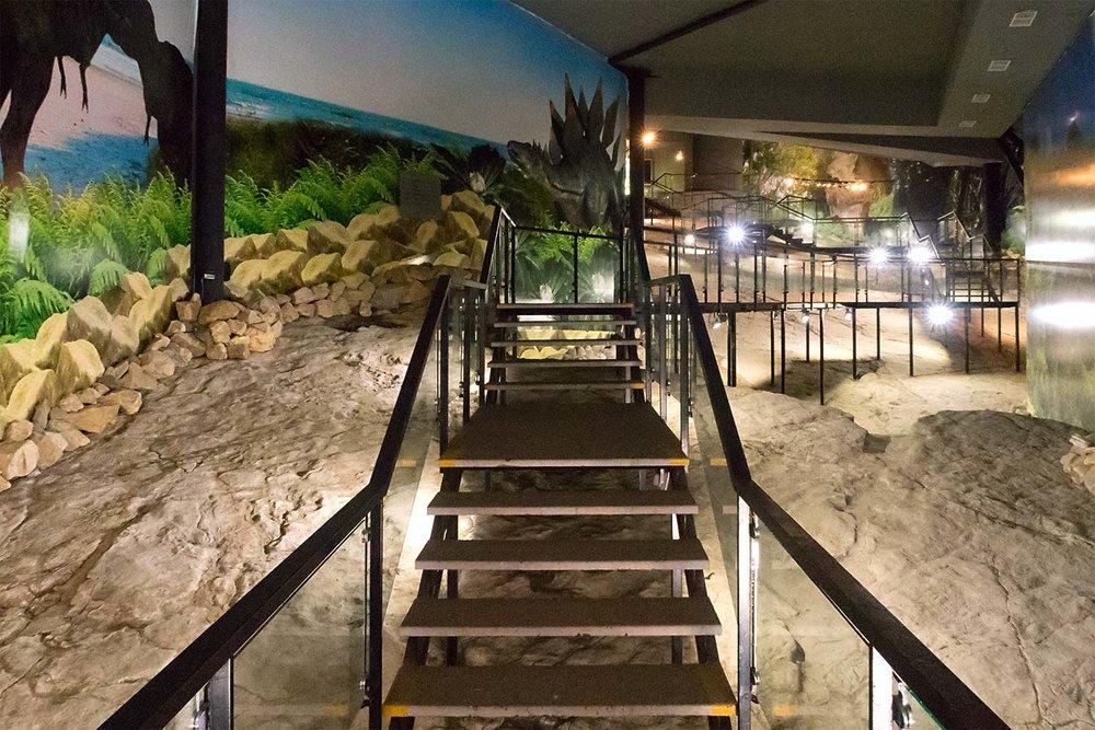 Павильон со следами динозавров - Здесь вы увидите следы травоядных динозавров и хищников.