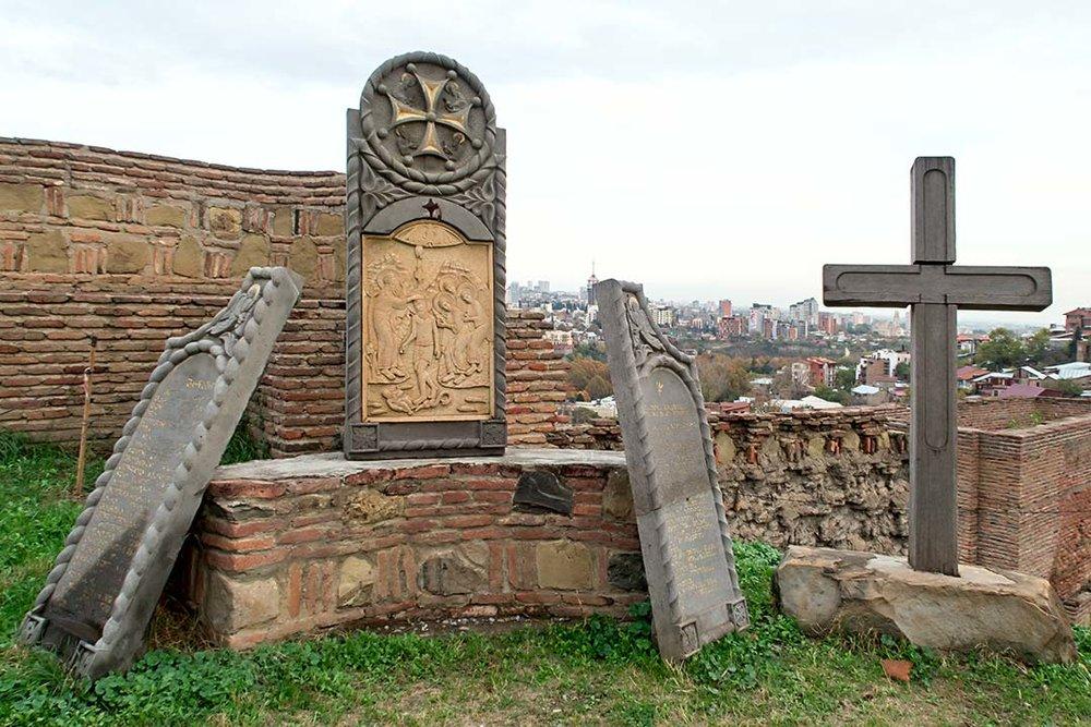 Древнейшая крепость - Нарикала, согласно некоторым источникам, была основана раньше самого Тбилиси.