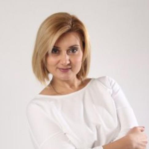 Елена (Тбилиси) - В прошлом Елена работала радиоведущей на станциях