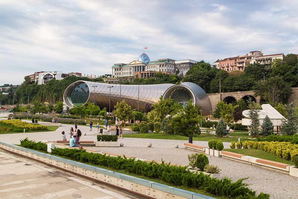Обзорная-экскурсия-по-Тбилиси-прогулка-парк-Рике-NAMERANI.jpg