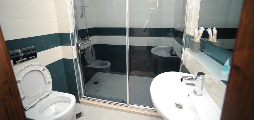 Комната-Ванная-Hotel-Hills-Batumi-NAMERANI.jpg