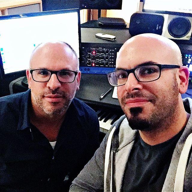 Nach langer Zeit mal wieder mit meinem Bruder im Studio. Schön war's! 😊 #studio #brothers #singer #musicproducer #songwriter #atc #drawmer #zaor #kemper #avantone #hofa #jbl #lgultrawide #glasses