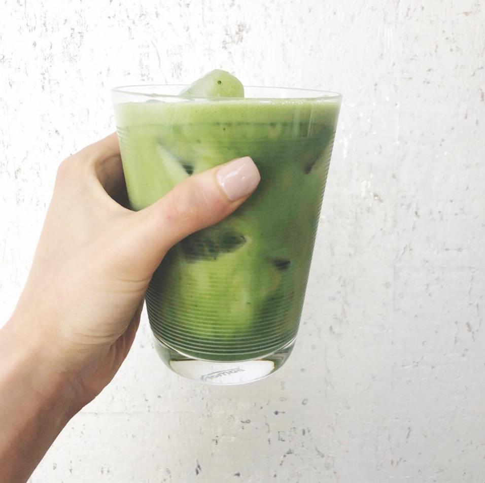 iced collagen matcha latte -