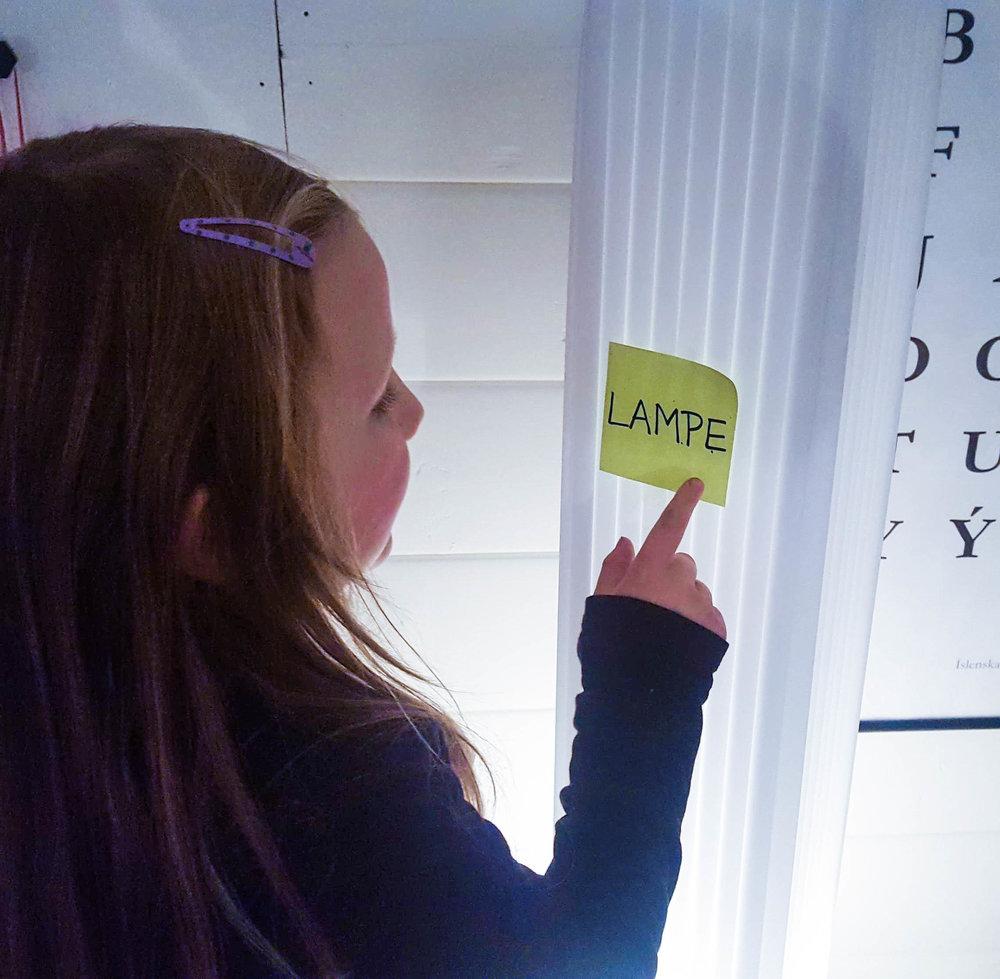 Anita Liljas dotter på skattjakt. Foto: Privat
