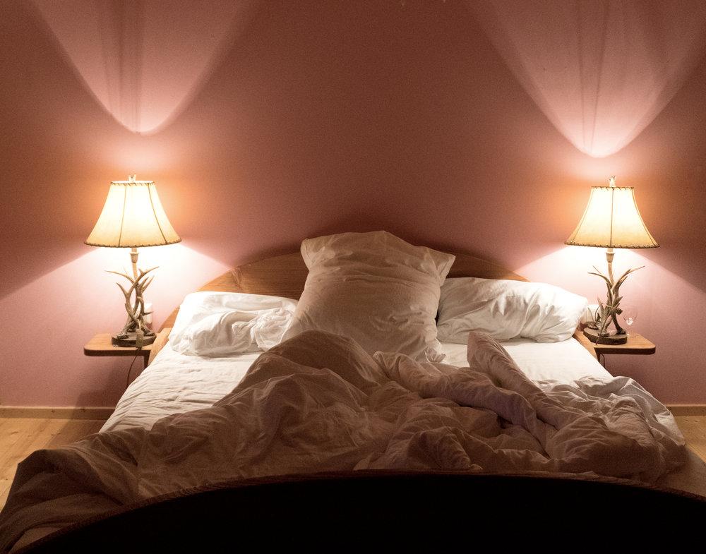 A romantic bedroom in a former, picturesque relay of post: the Reinhof Scheune inn in Kirchzarten.