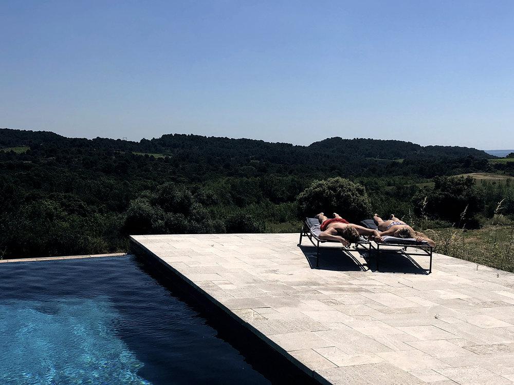 Château de Villarlong,piscine couple copie.jpg