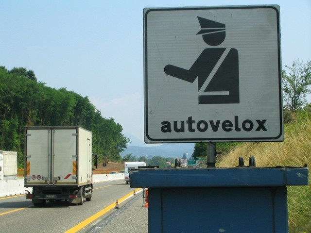 avoid traffic fines in Italy.jpg