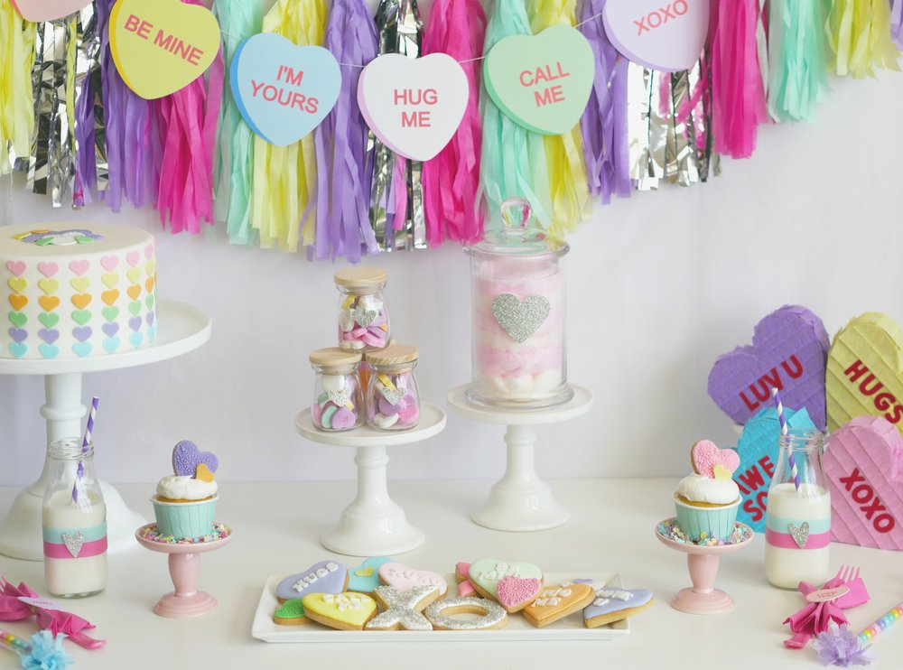 Valentine's party idea / Valentine's dessert table / Valentine's dessert ideas / Conversation Heart Printables / Valentine's Party decor Valentine's Party Idea for kids / Conversation hearts party idea / Styled by Carolina from MINT Event Design / www.minteventdesign.com
