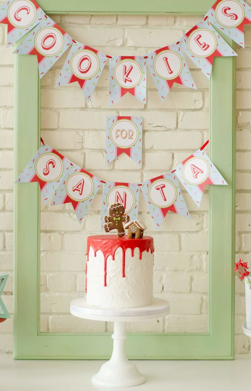 Super cute cake for a Cookies for Santa party, plus you get direct links to printables, banners and more.