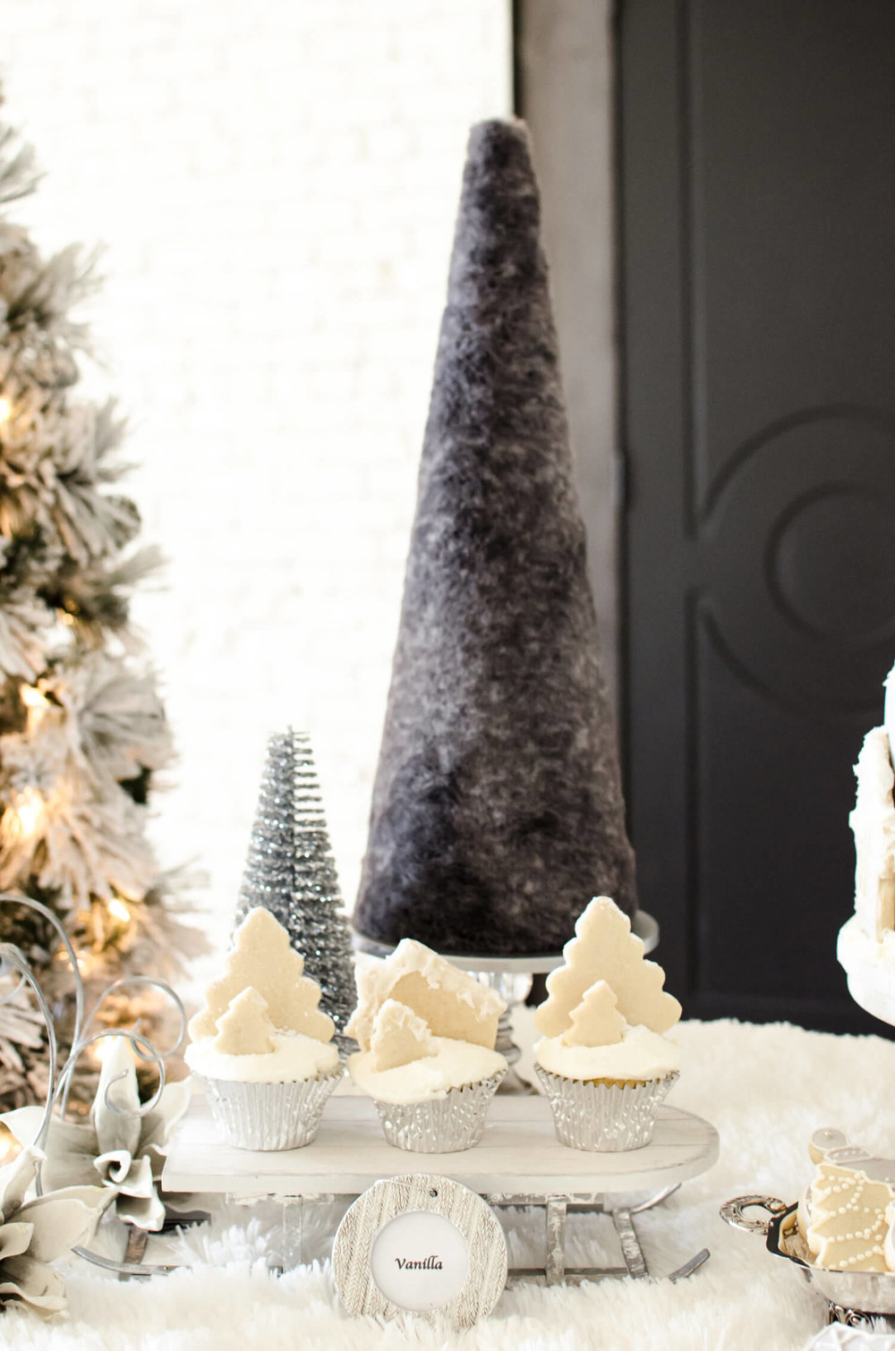Beautiful cupcake ideas for a winter wonderland desserts table.
