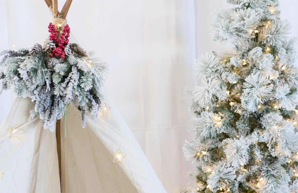 Christmas Holiday photo booth idea with a tipi