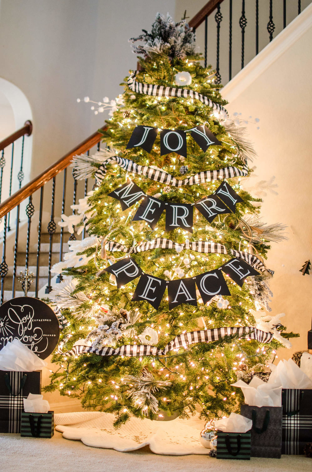 Christmas Tree Inspiration for next year, black and white details