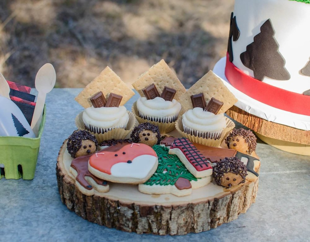 Lumberjack party ideas / lumberjack dessert ideas / lumberjack cookies / s'mores cupcakes / styled by Carolina from MINT Event Design / www.minteventdesign.com