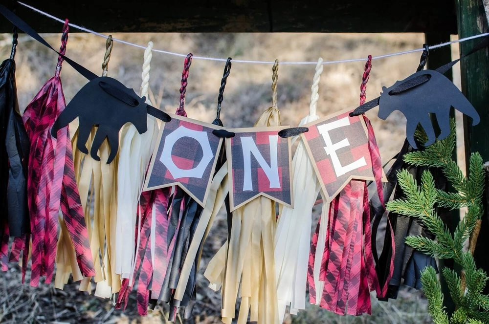 Lumberjack party ideas / lumberjack party decor / first birthday party banner / One Banner idea / styled by Carolina from MINT Event design / www.minteventdesign.com