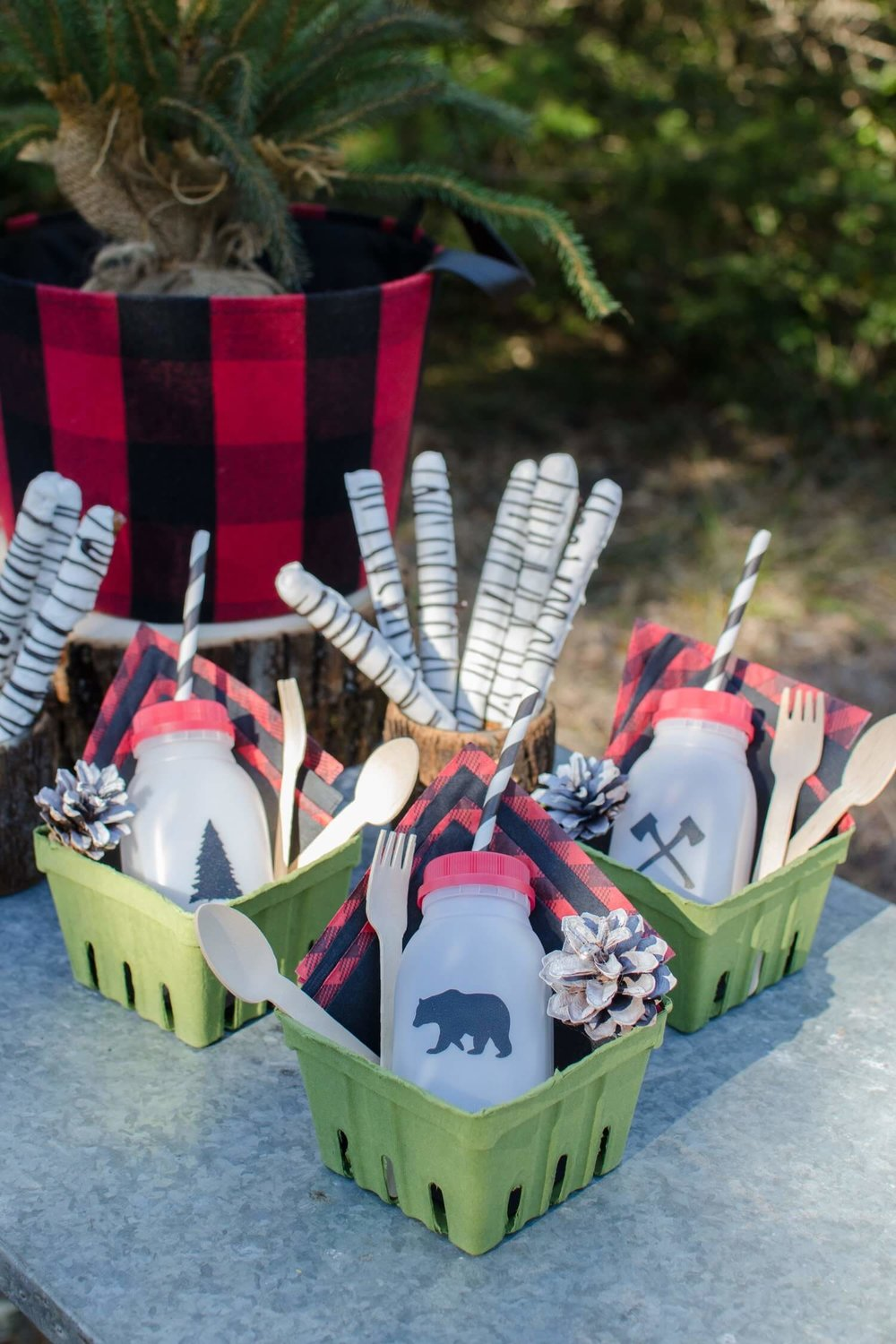 Lumberjack party decor and ideas / Lumberjack party food / lumberjack party drinks /  first birthday party ideas for boys / first birthday party / Styled by Carolina form MINT Event Design /  www.minteventdesign.com