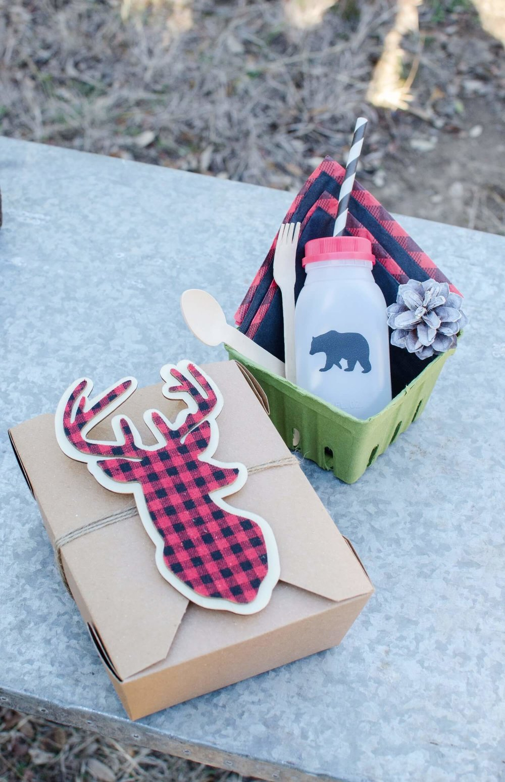 Lumberjack party ideas / lumberjack party decor / first birthday party ideas for boys / Winter Party ideas for kids / Styled by Carolina from MINT Event Design / www.minteventdesign.com