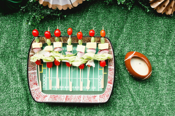 Salad Skewers ideas / Game Day heathy snacks / Game day Finger food ideas / Game day recipes / www.minteventdesign.com