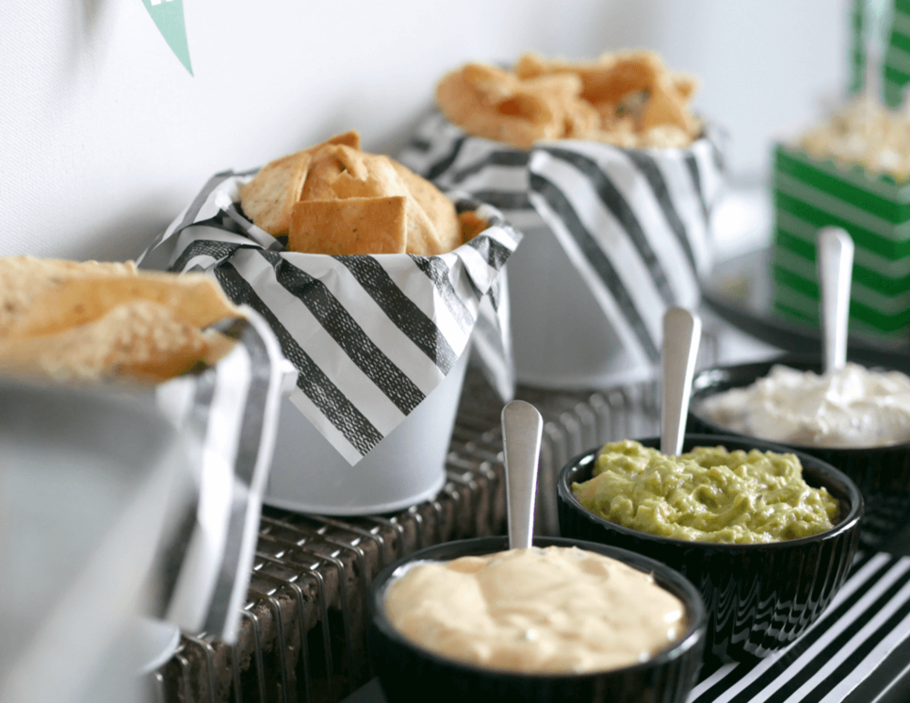 Game Day party ideas / Game Day Snacks and Ideas / Super Bowl party ideas / Super bowl easy snacks / Styled by Carolina from MINT Event Design / www.minteventdesign.com
