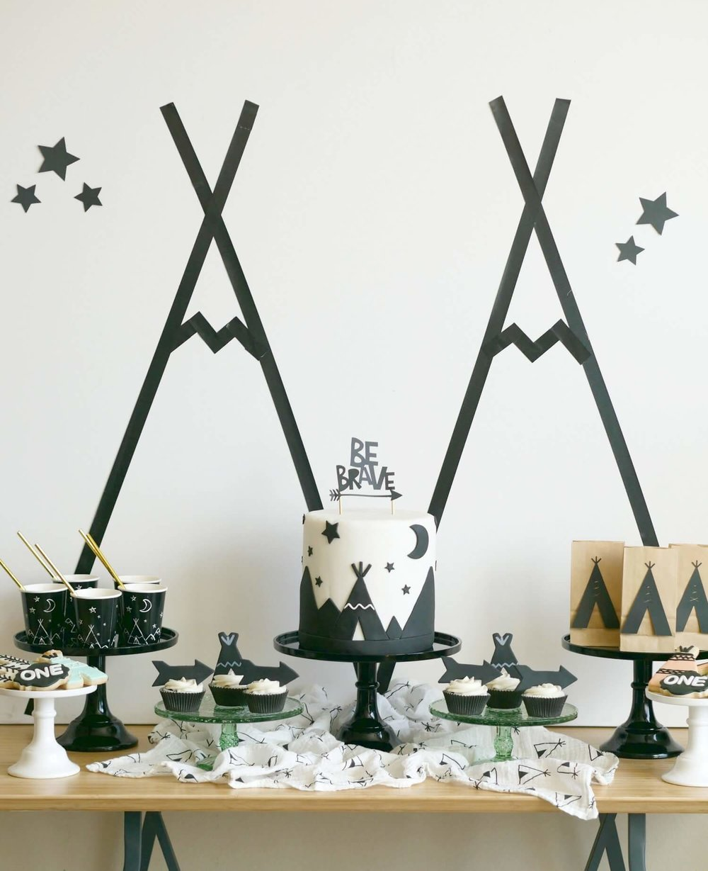 Tribal First birthday party idea / Be Brave party ideas and decor / Modern Camping party ideas / Tribal Dessert table / Be Brave dessert table / Styled by Carolina from MINT Event Design / www.minteventdesign.com