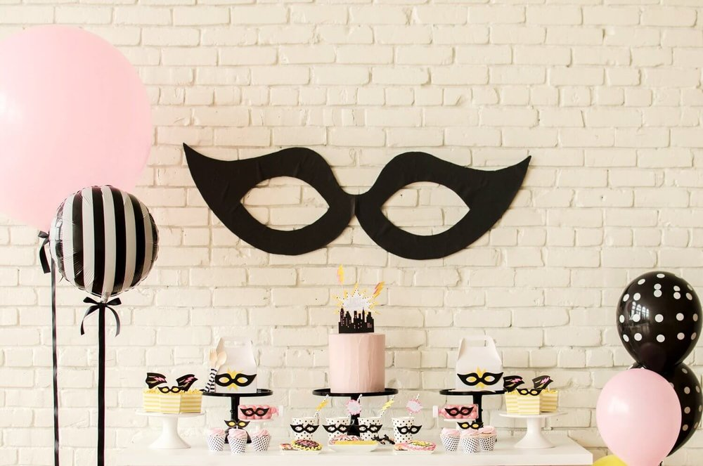 Superhero party ideas for girls / Superhero dessert table ideas / Birthday Party for girls  / Superhero party decorations / Superhero dessert ideas / Superhero birthday party / Superhero birthday party girly / Balloon decor ideas / pink and black party/ Styled by Carolina from MINT Event Design / www.minteventdesign.com