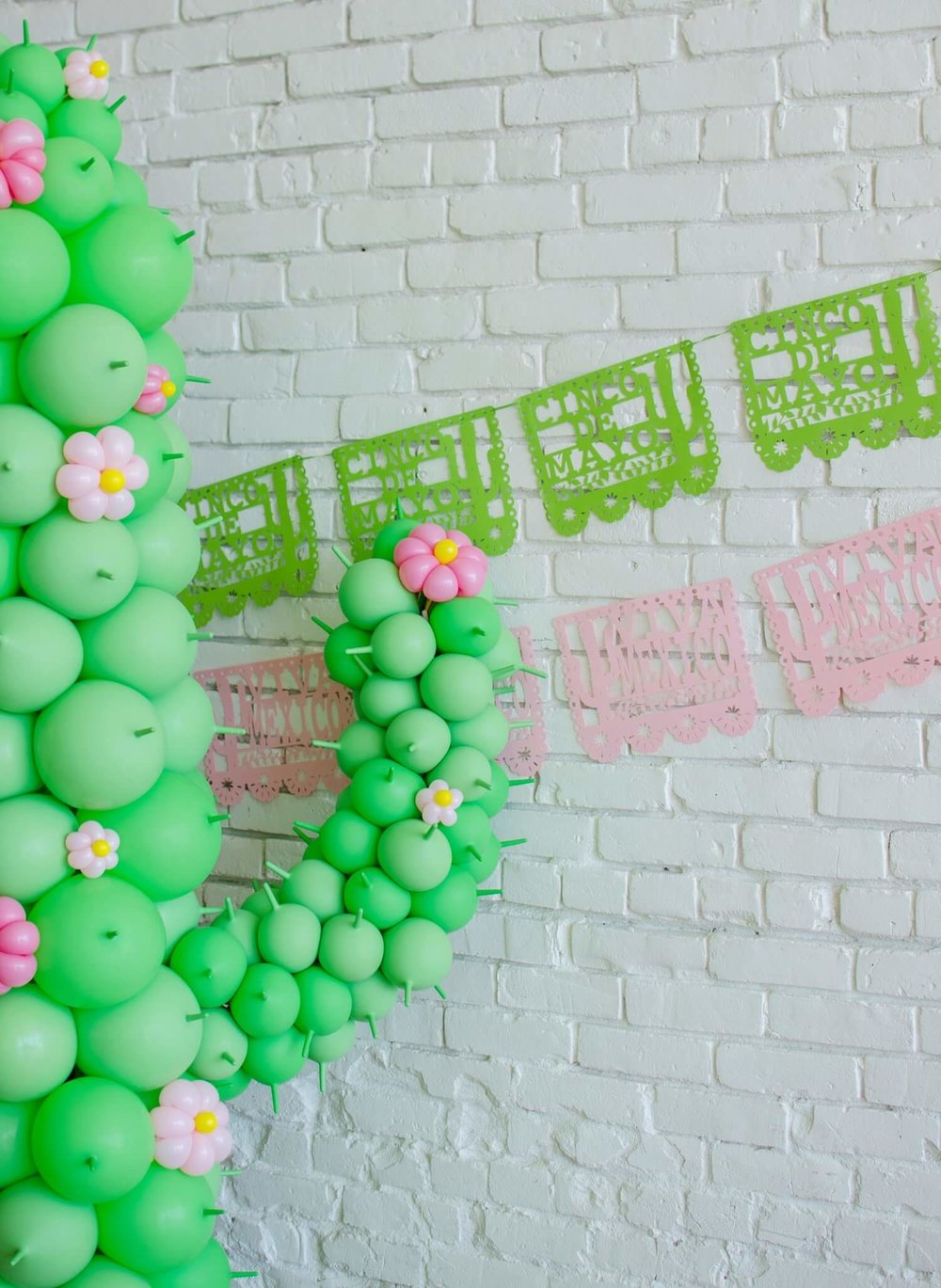 Cinco de Mayo party ideas / Cinco de Mayo Party decor / Papel Picado decor / Balloon Art / Southwestern party ideas / Styled by Carolina from MINT Event Design / www.minteventdesign.com