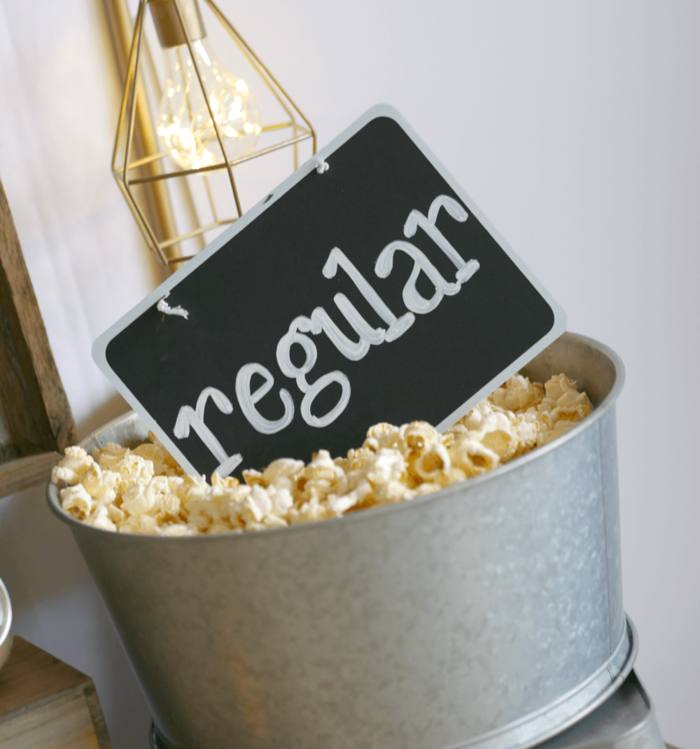 Popcorn bar setup idea / Food Styling / Popcorn table idea / Popcorn Sign idea / Styled by Carolina from MINT Event design / www.minteventdesign.com