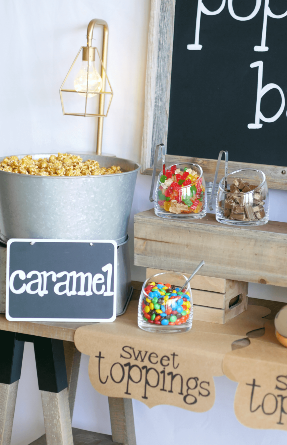 Sweet toppings ideas for popcorn / Popcorn bar / Popcorn table / wedding popcorn bar / teen popcorn bar ideas / rustic popcorn bar / Styled by Carolina from MINT Event design / www.minteventdesign.com