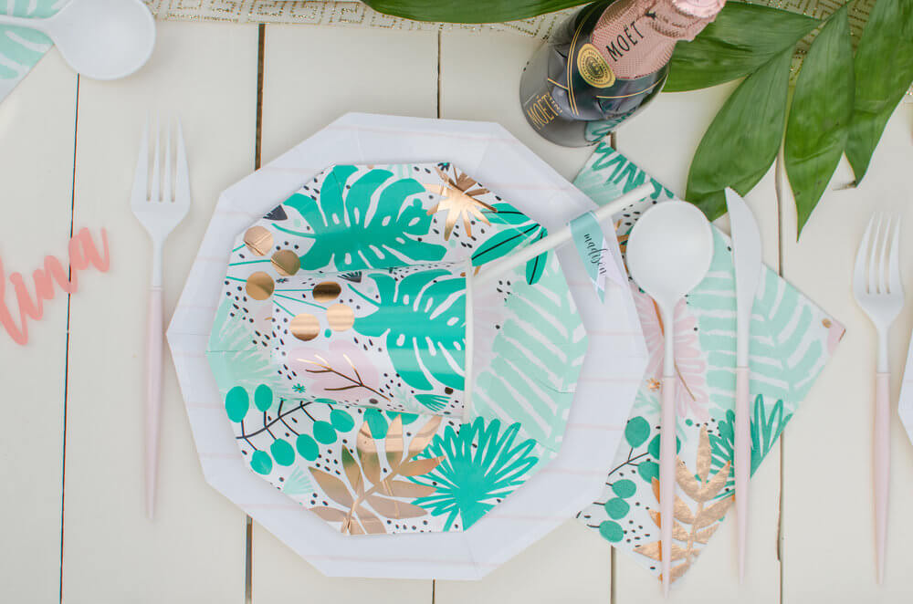 Tropical-place-setting-idea.jpg