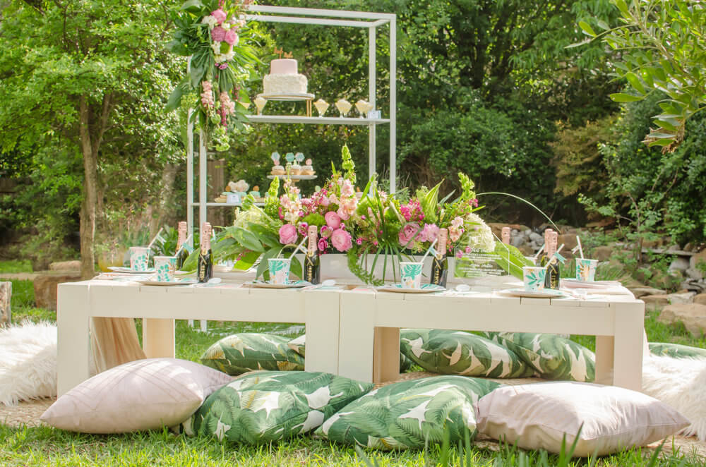 Outdoor-tablescape-idea.jpg