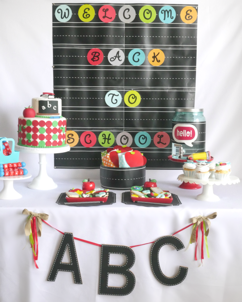 Modern Polka Dots mixed with chalkboard themed back to school party idea, love all the cute party decorations and desserts! #Backtosschoolparty #backto schooldesserts