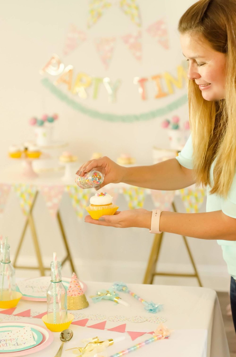 Have fun preparing and decorating every detail of your parties - including a little sprinkling of sprinkles on the cupcakes / See more ideas on the blog for surprising ways to greet your guests at a Birthday Party / Styled by Carolina from MINT Event Design / www.minteventdesign.com #birthdayparty #partyideas #partyinspiration #partydessert #birthdaycupcakes #partycupcakes #cupcakes