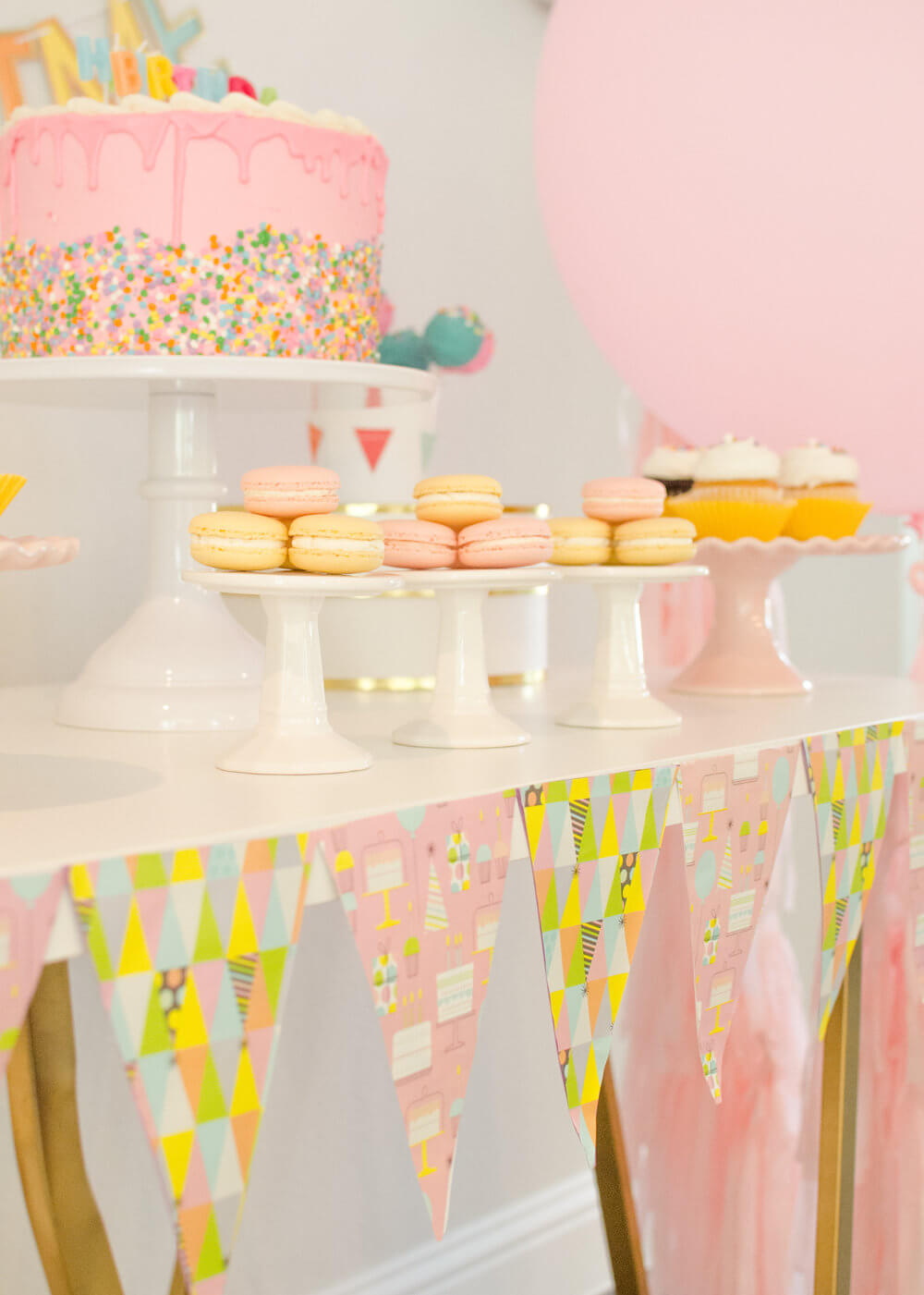 Decorate your party table with banners created from wrapping paper / Find out how to create the cutest birthday party banners with wrapping paper / See more birthday party ideas on the blog along with surprising ways to greet your guests at a Birthday Party / Styled by Carolina from MINT Event Design / www.minteventdesign.com #birthdayparty #partyideas #partyinspiration #partydessert #birthdaybanner #partydecor #partybanners #partydecorations
