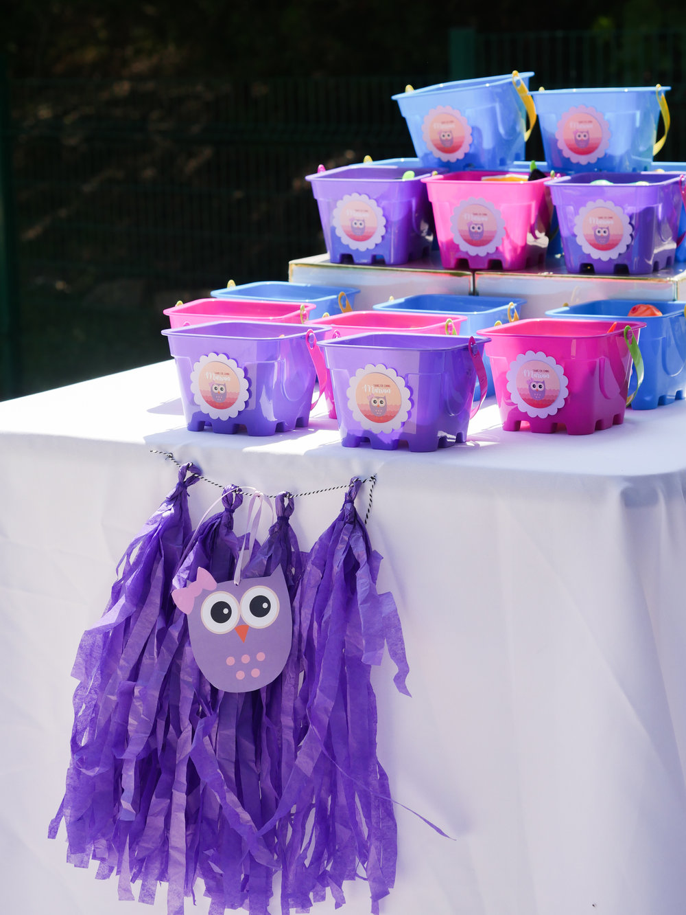 Party Tip: Love the idea of using buckets instead of goodie bags! Reusable and fun! Click to see over 10 creative party ideas in the Owl First Birthday Party by party stylist Mint Event Design in Austin, TX #birthdayparty #partyideas #partyinspiration #owl #firstbirthday #partytreats #partygoods #partyfavors