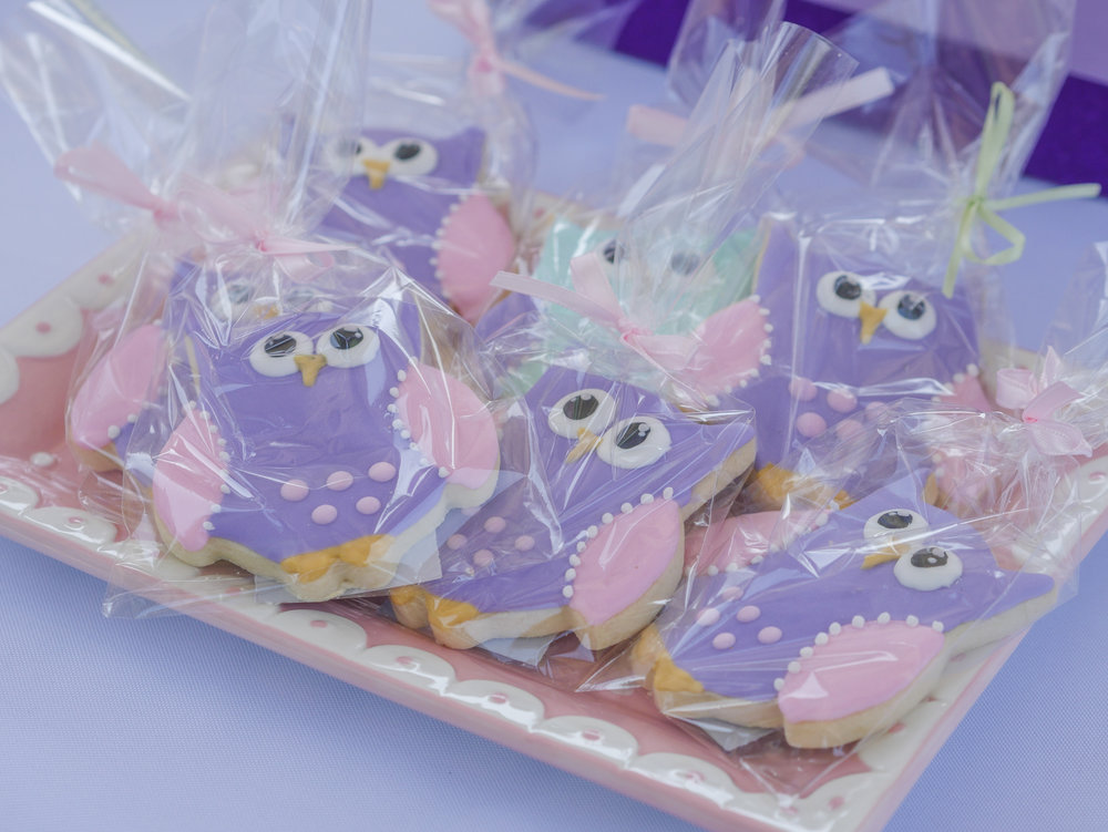 These sweet owl cookies are a perfect party favor for a Look Whoo's One Birthday Party. Full details on this owl themed first birthday party can be found on www.minteventdesign.com - it's just one of the many creative party ideas in the Owl First Birthday Party by party stylist Mint Event Design in Austin, Texas. #birthdayparty #partyideas #partyinspiration #owl #firstbirthday #owlcookies #birthdaycookies