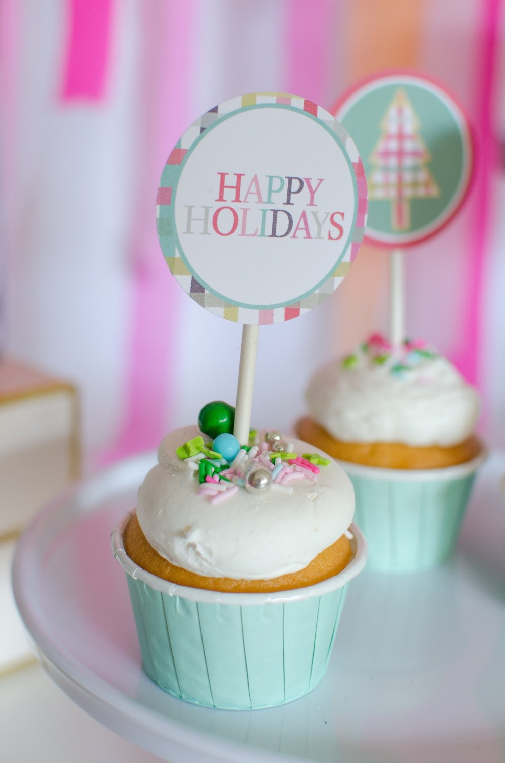 Free Happy Holidays printable cupcake toppers for Christmas from Mint Event Design. See more at www.minteventdesign.com and download your free printables #holidayparty #partyideas #christmasparty #holidaypartyideas #llamaparty #llamalove #partyprintables #freeprintables