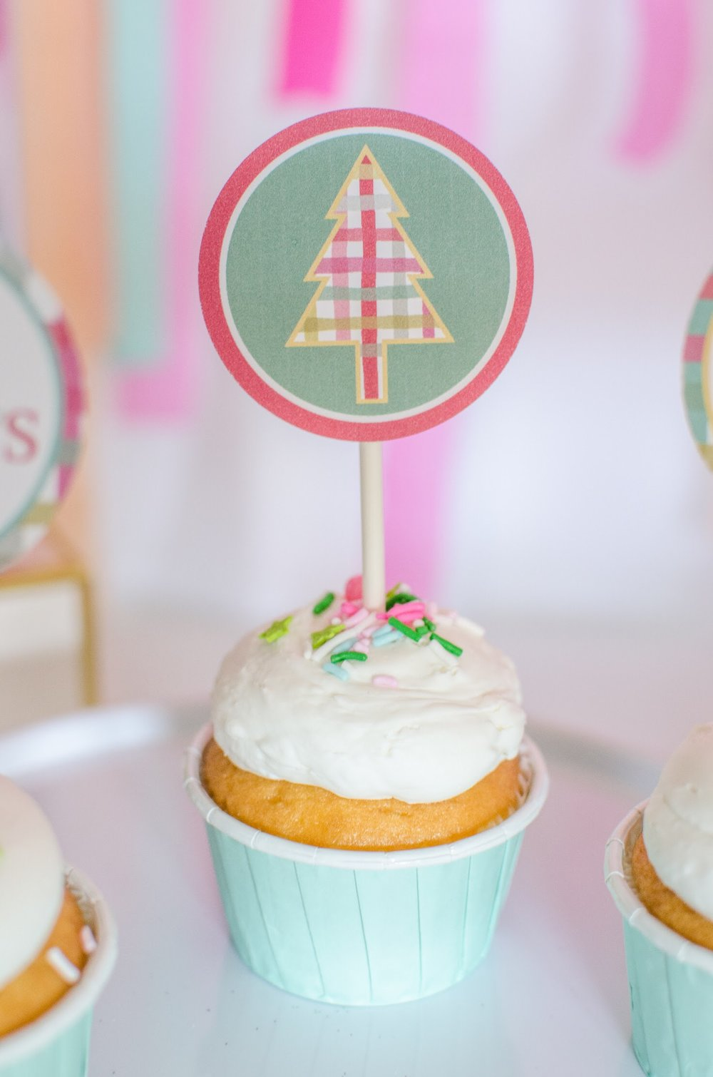 Sweet Christmas cupcakes and a free cupcake topper printable. See more from this llama Christmas party at www.minteventdesign.com and download your free printables #holidayparty #partyideas #christmasparty #holidaypartyideas #llamaparty #llamalove #partyprintables #freeprintables