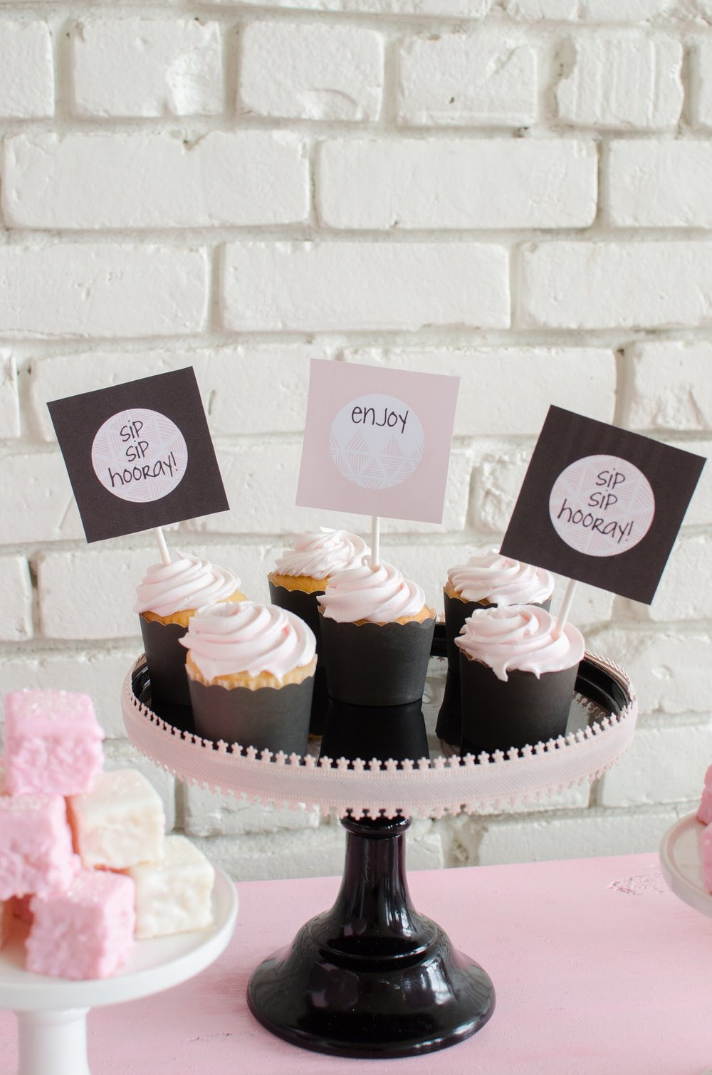 Super cute cupcake toppers! #FreePrintables