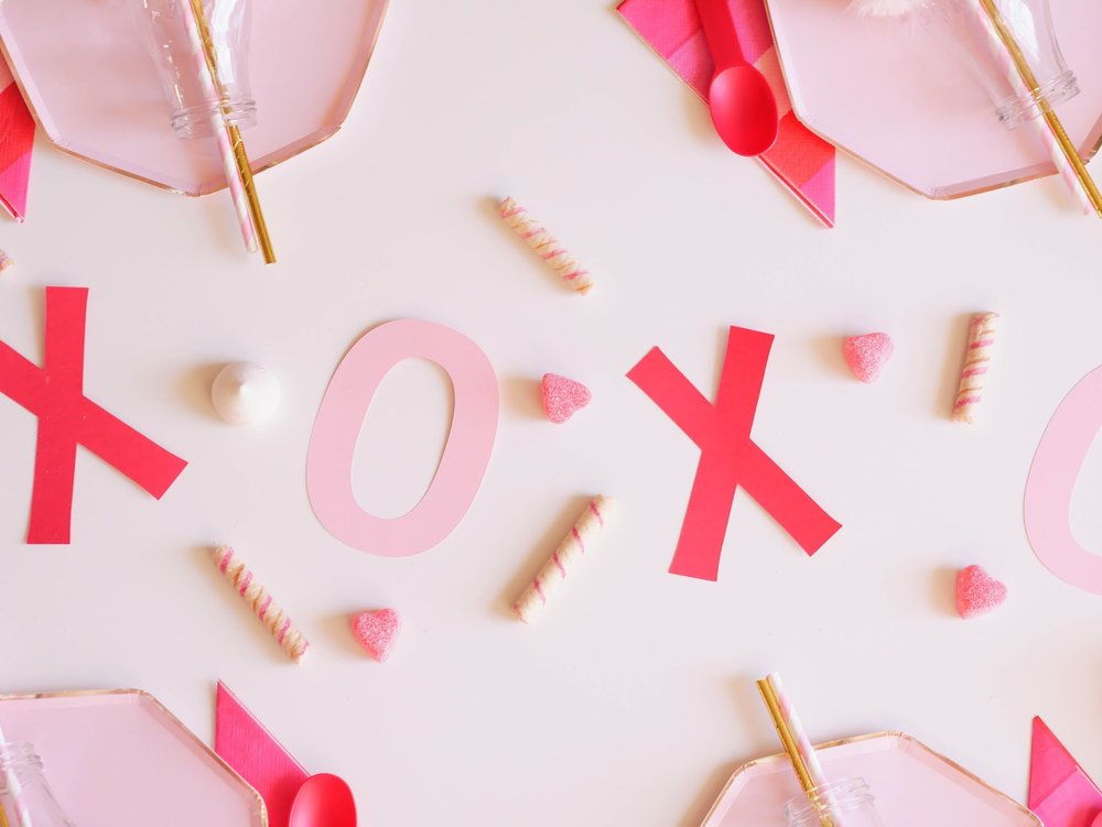 Love this adorable party top flatly, perfectly pink Valentine's Day party