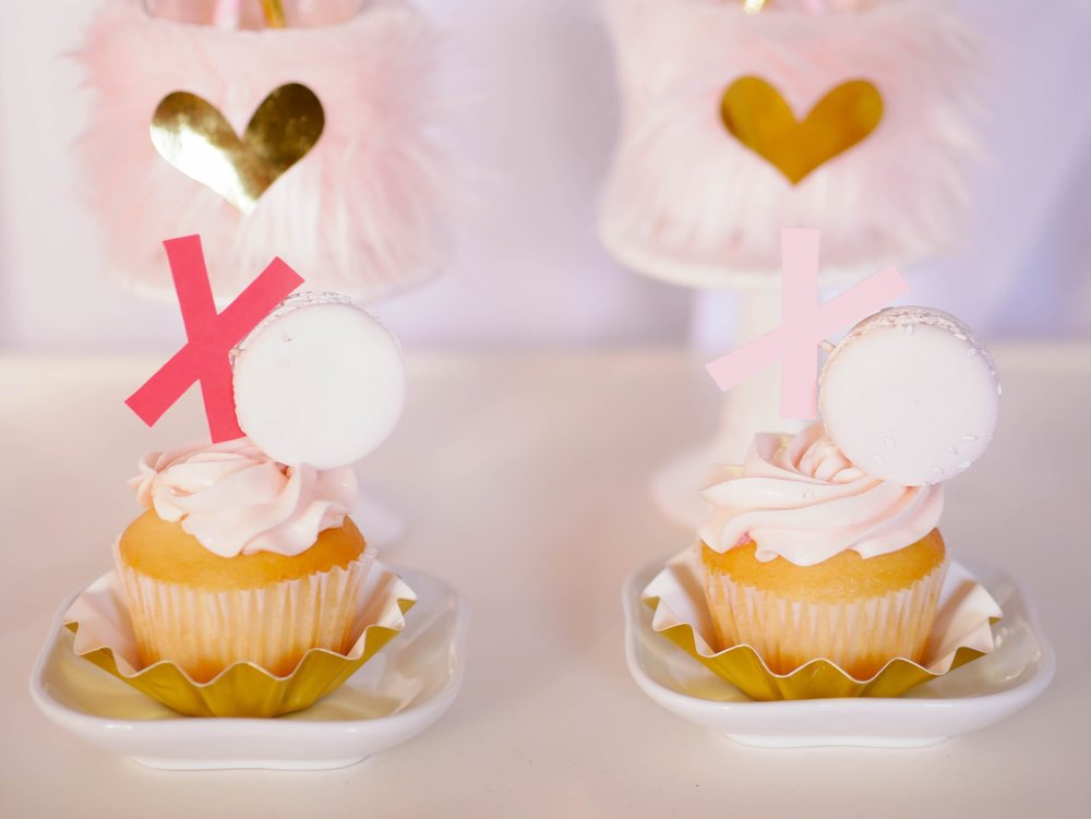 love these xo xo cupcakes from Mint event Design