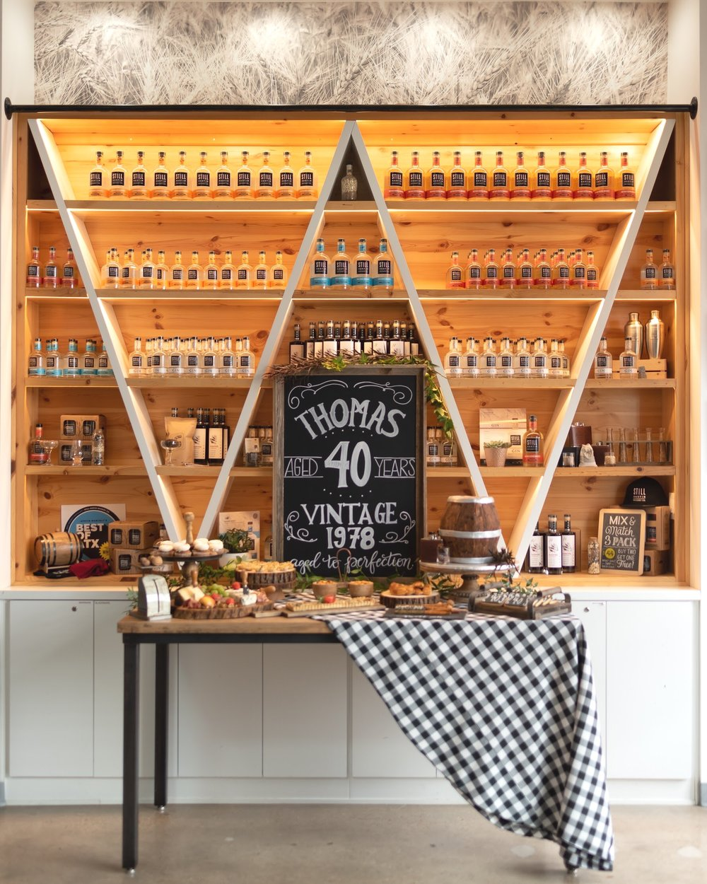 Any guy would LOVE this 40th Birthday Whiskey theme from Mint Event Design, Austin based party stylist!
