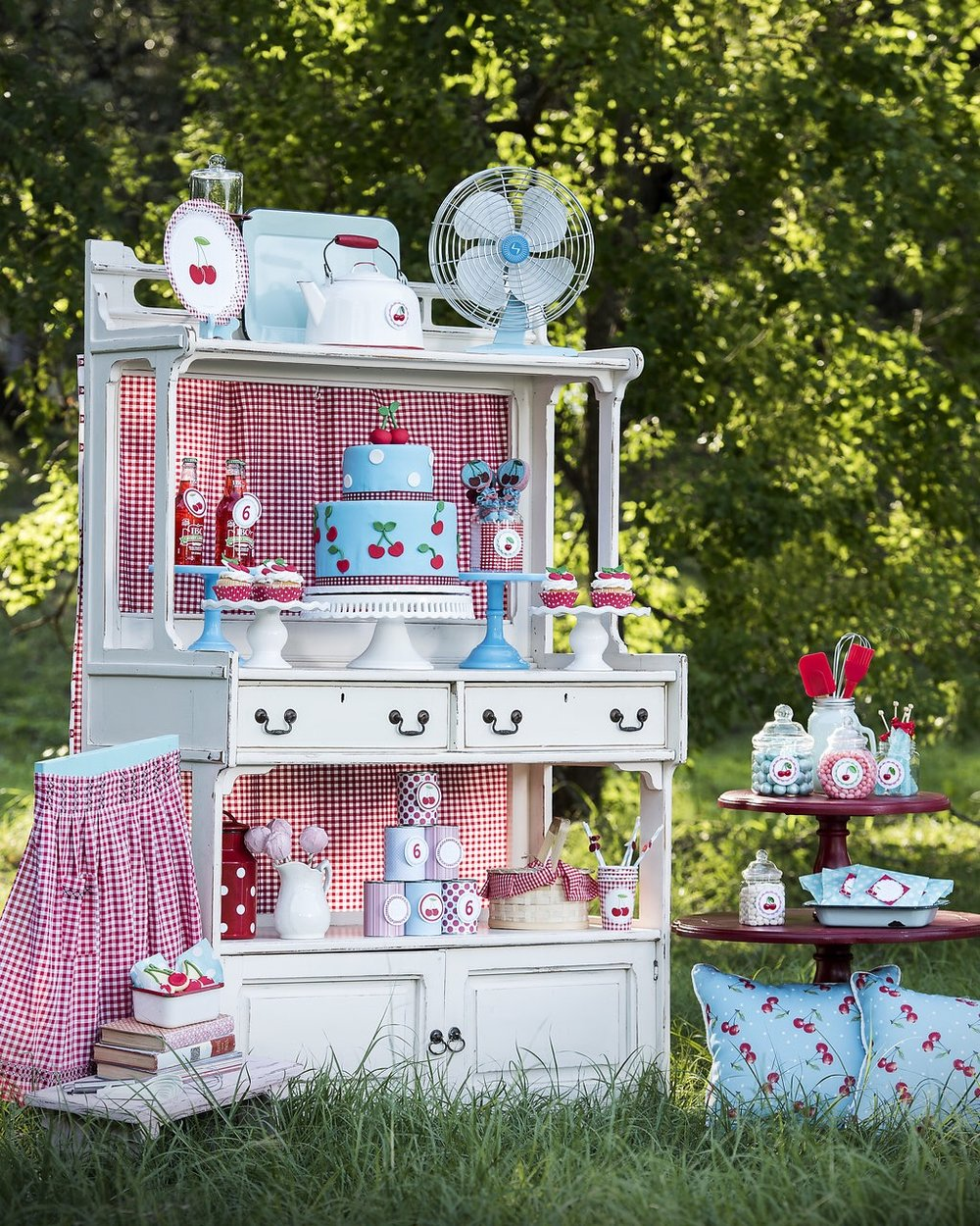 A vintage cherry on top is the cutest birthday party theme for summer birthdays for girls. Come on over to Mint Event Design to see all the birthday party ideas www.minteventdesign.com #summerparties #partyideas #kidspartyideas #partyplanning #birthdaypartyideas #kidsparty #cherryparty