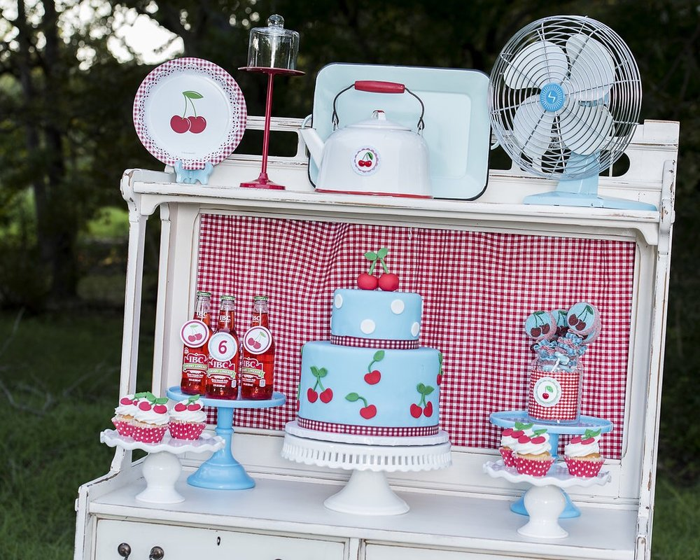 The sweetest Vintage Cherry on Top Birthday party ideas from Mint Event Design www.minteventdesign.com #summerparties #partyideas #kidspartyideas #partyplanning #birthdaypartyideas #kidsparty #cherryparty