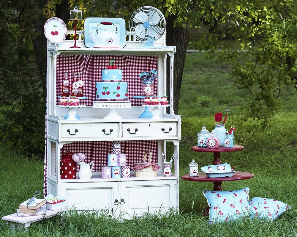 So many creative party ideas in this Vintage Cherry on Top Celebration from Mint Event Design. www.minteventdesign.com #summerparties #partyideas #kidspartyideas #partyplanning #birthdaypartyideas #kidsparty #cherryparty