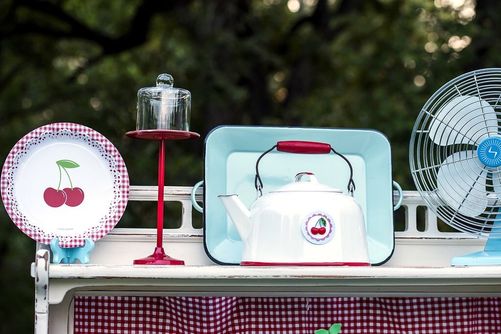 Love the vintage feel of this cherry birthday party from Mint Event Design www.minteventdesign.com #summerparties #partyideas #kidspartyideas #partyplanning #birthdaypartyideas #kidsparty #cherryparty