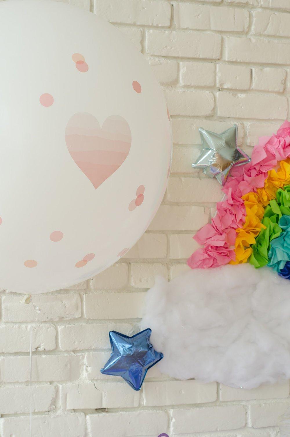 Cute balloons at unicorn birthday party. Come see all the Unicorn Birthday Party Ideas at Mint Event Design www.minteventdesign.com #unicornparty #birthdayparty #birthdaypartyideas #pastelrainbow