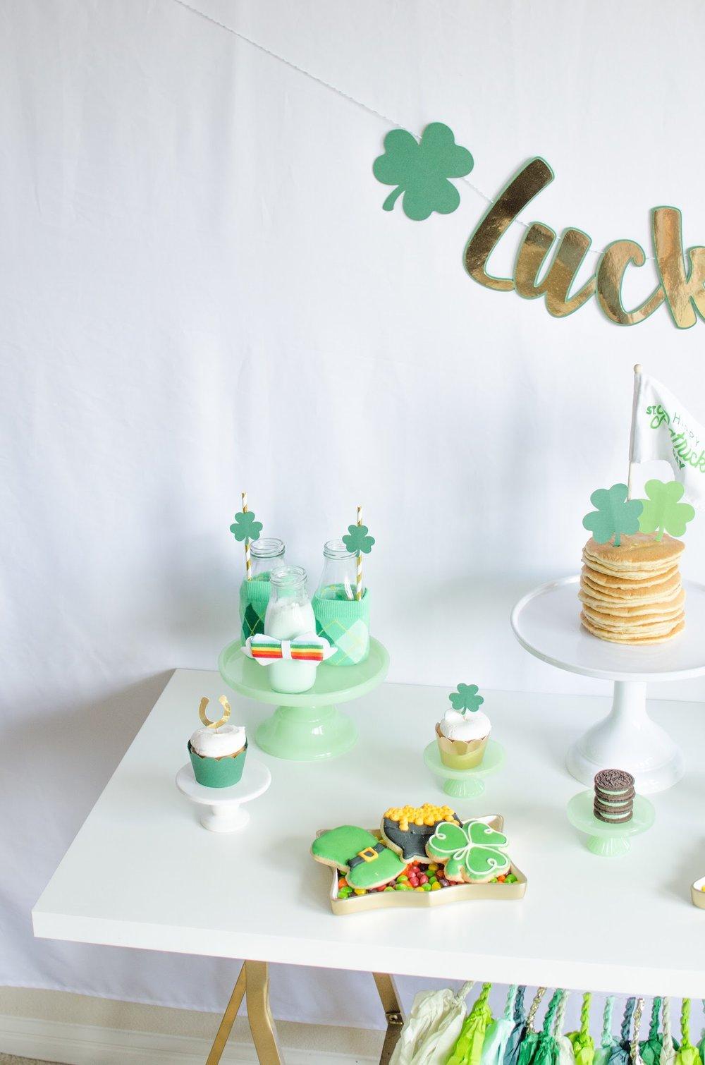 Perfect St. Patrick's Day breakfast idea from Mint Event Design www.minteventdesign.com #partyideas #partydecorations #saintpatricksday #stpatricksday #tablescape #desserttable