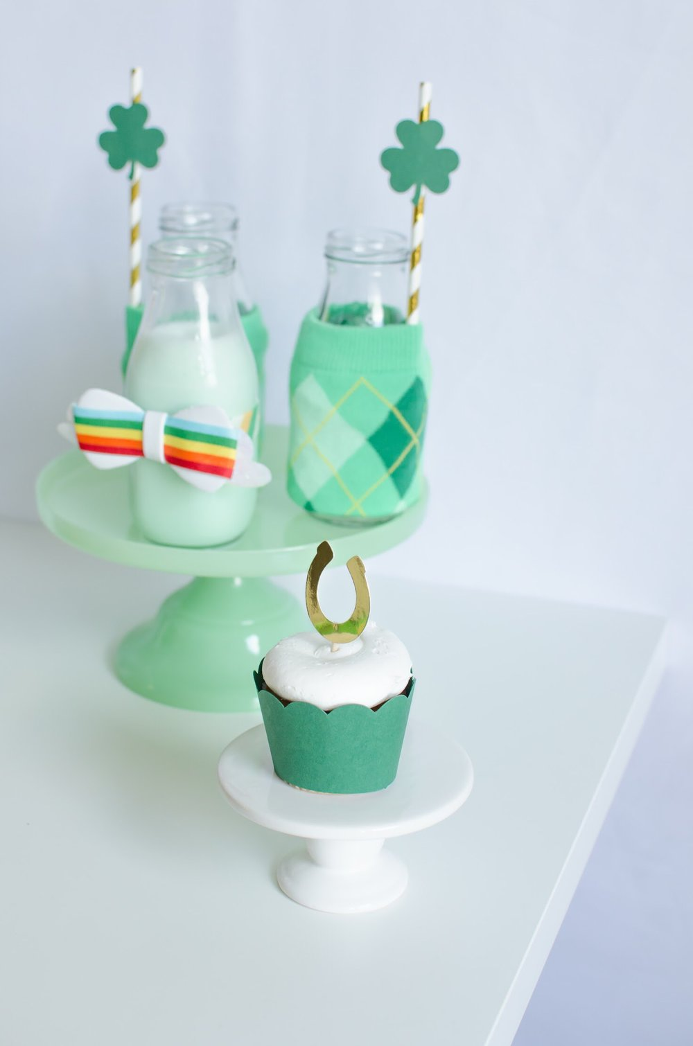 See all the green party details including these horseshoe cupcake toppers on Mint Event Design www.minteventdesign.com #partyideas #partydecorations #breakfastfood #saintpatricksday #stpatricksday