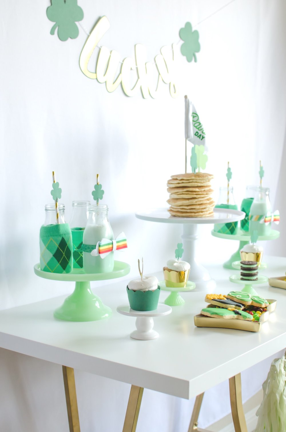 Love this St. Patrick's Day breakfast party from Mint Event Design www.minteventdesign.com #partyideas #partydecorations #saintpatricksday #stpatricksday #breakfastfood