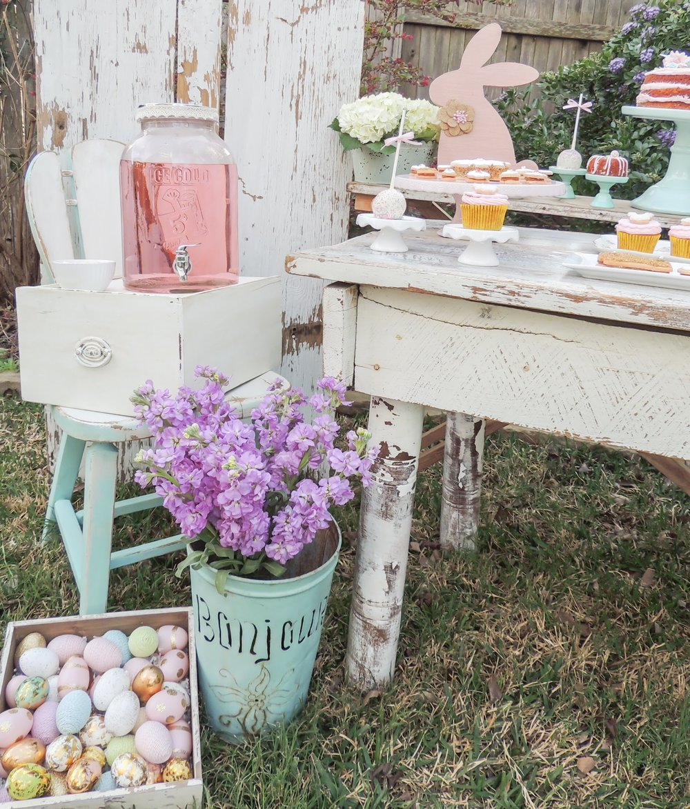Shabby Chic and Vintage Easter Party idea from Mint Event Design! Love this party style!