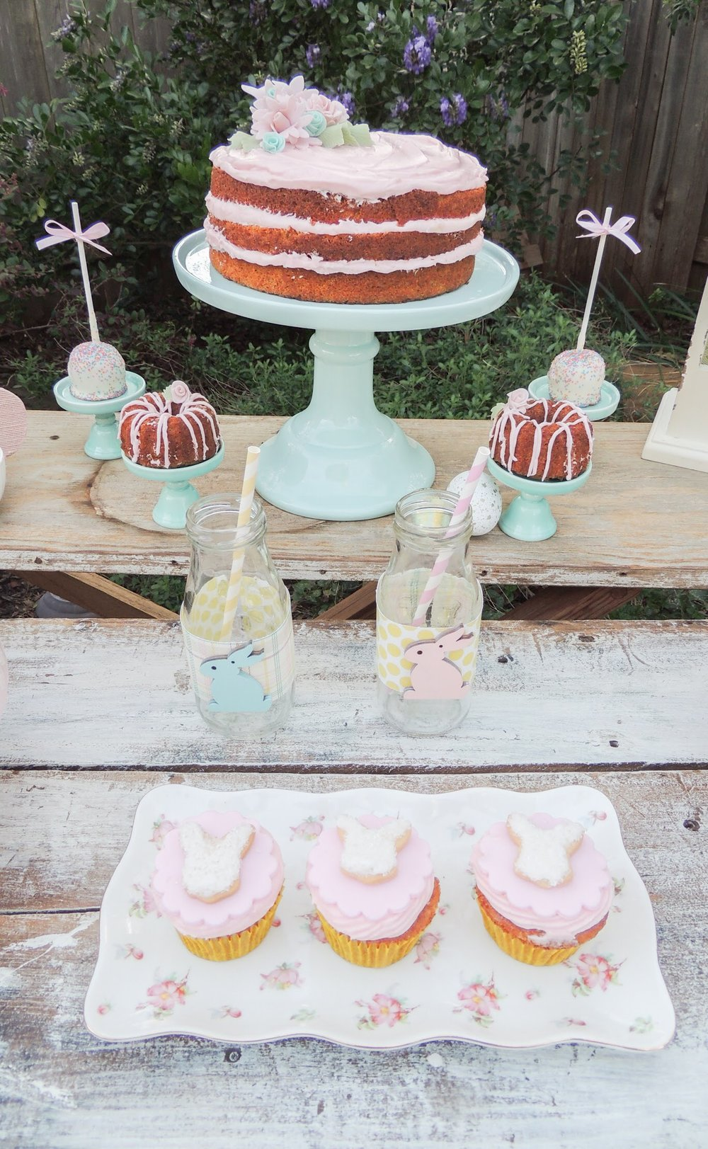 Love the vintage feel of this Easter party!